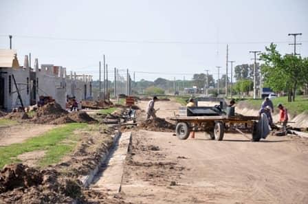 Importantes obras de cordón cuneta en calle Llambías