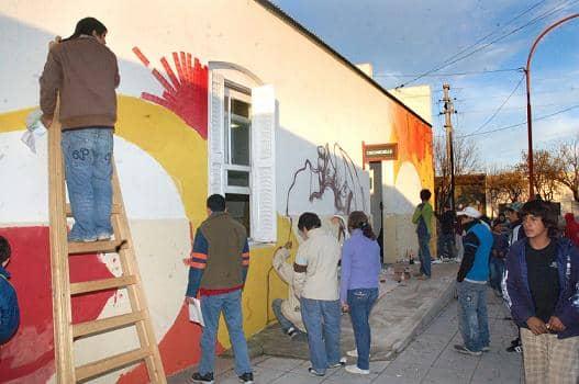 Más de 20 jóvenes en la jornada de graffitis