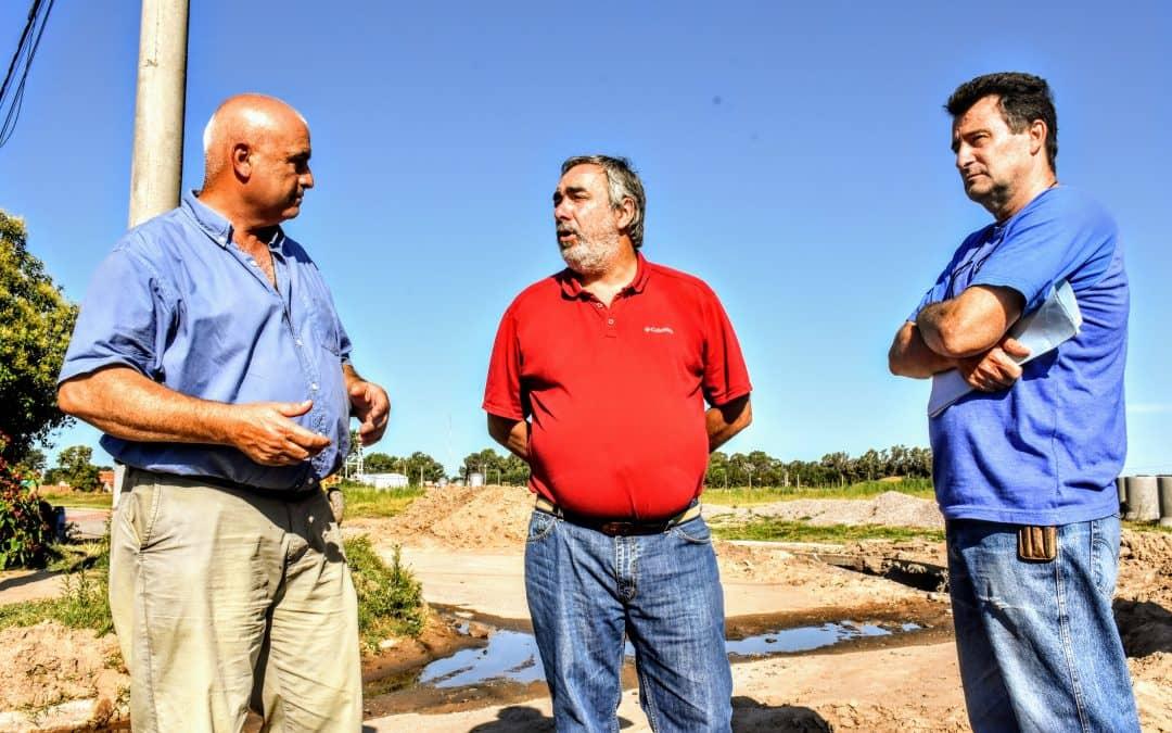 Fernández recorrió los trabajos de  pavimento y otras obras en 30 de Agosto