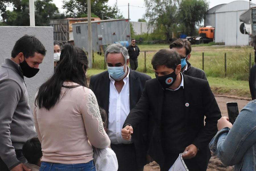 CON LA PRESENCIA DEL GOBERNADOR AXEL KICILLOF Y DEL INTENDENTE MIGUEL FERNÁNDEZ SE ENTREGARON 11 VIVIENDAS EN TREINTA DE AGOSTO