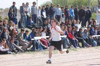 El atletismo convencional reunió 500 jóvenes