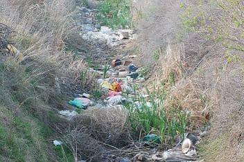 Preocupación por basura en canales