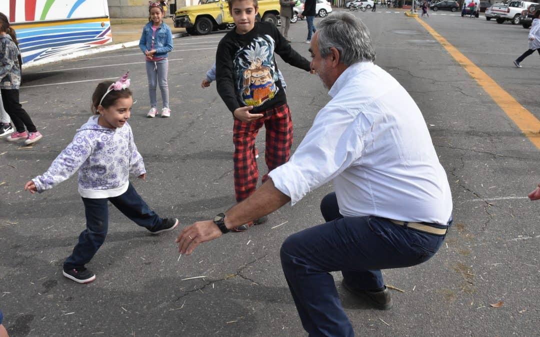 CASA DEL NIÑO FESTEJÓ SUS 68 AÑOS CON UN BICICLETEADA Y ACTIVIDADES RECREATIVAS FRENTE AL MUNICIPIO