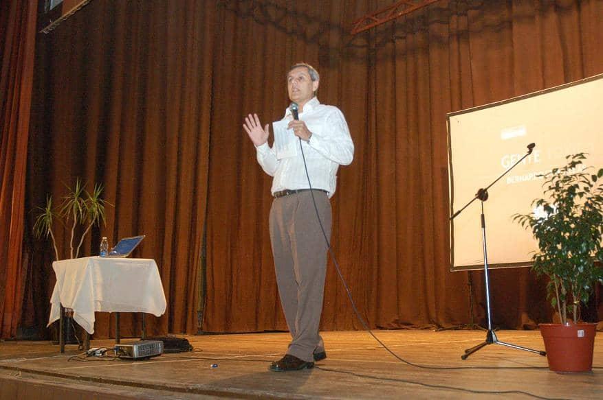 Más de 800 personas en la charla de Stamateas