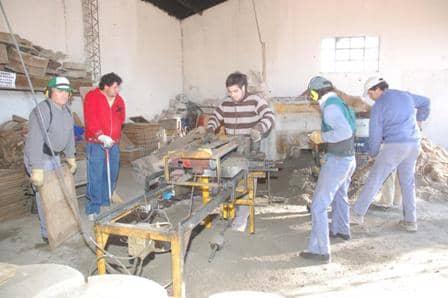 Una cooperativa fabrica pavimento