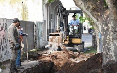 El colector cloacal sur ya superó la rotonda de la García Salinas y avanza hacia la calle Carlos Casares