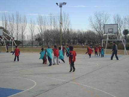 Tarde de juegos, fútbol y tenis de mesa en el Polideportivo