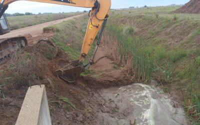 EL MUNICIPIO HIZO TAREAS DE LIMPIEZA EN EL CANAL PRINCIPAL DE DESAGÜES PLUVIALES DE LA AMPLIACIÓN URBANA