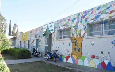 CASA DEL NIÑO: DESDE HOY (LUNES) VENDEN ESCARAPELAS QUE HACEN LOS CHICOS CON AYUDA DE LA DOCENTE DE ARTE