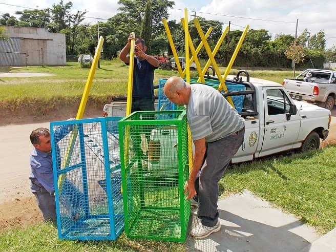 Rotary donó cestos de basura al Municipio