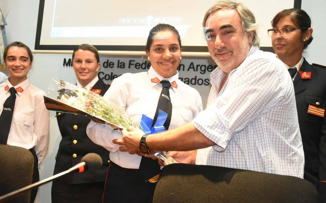 Fernández participó de un reconocimiento a las mujeres del cuerpo activo de Bomberos