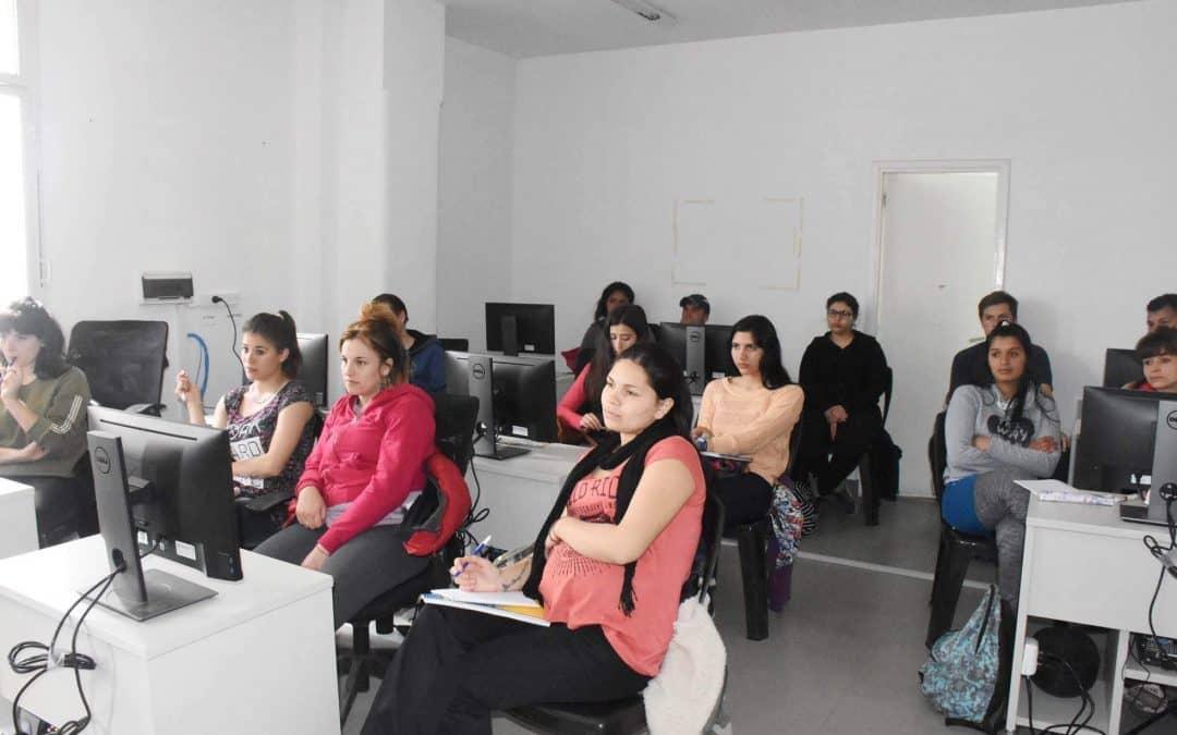 ENTREGA DE CERTIFICADOS DE LOS CURSOS DE INTRODUCCIÓN AL TRABAJO Y DE PROFESIONAL TAMBERO (NIVEL INICIAL)