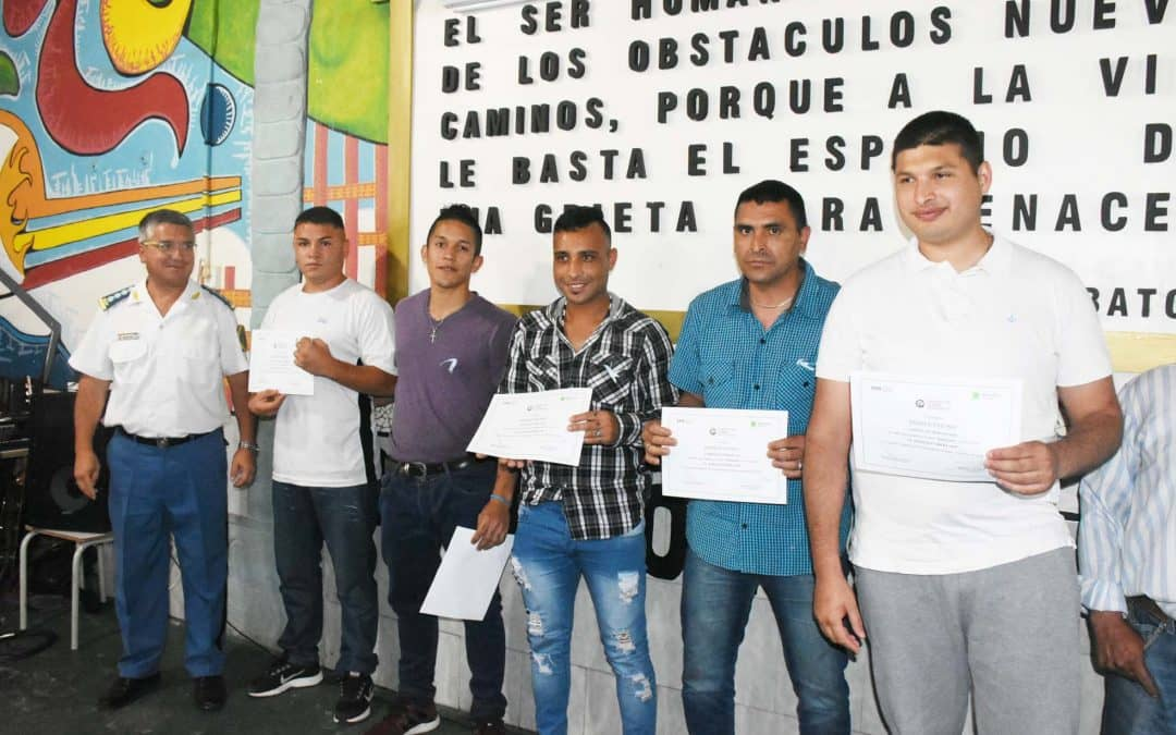 """FERNANDEZ: """"SIEMPRE HAY UN PORVENIR QUE DEPENDE DE LA EDUCACIÓN PARA SER LIBRES Y SOBERANOS"""""""