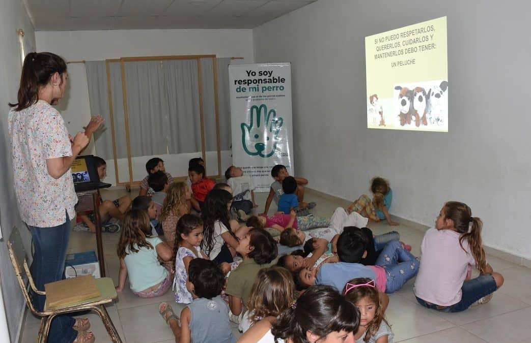 ZOONOSIS DIÓ LA TERCERA CHARLA SOBRE TENENCIA RESPONSABLE DE MASCOTAS EN LAS ESCUELAS DE VERANO