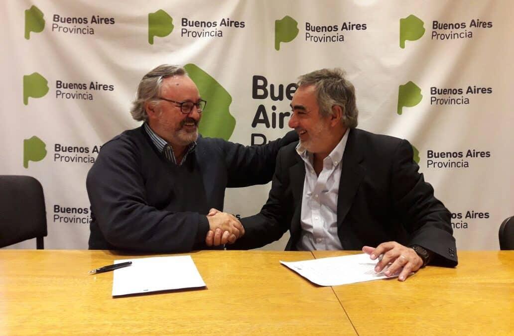 Fernández firmó un convenio con la Provincia para inscribir y documentar a todos los chicos