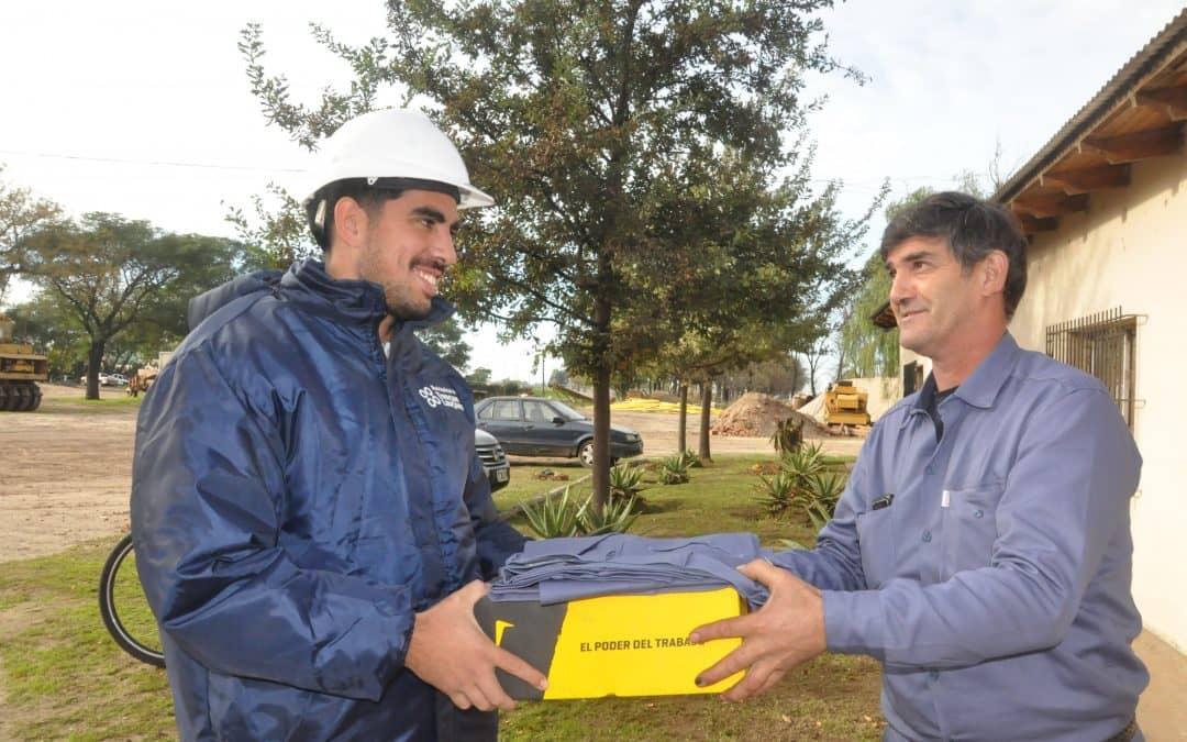 El municipio entregó ropa laboral a trabajadores de distintas áreas