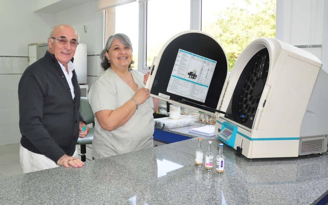 El Municipio presentó un equipo de hemocultivo automatizado