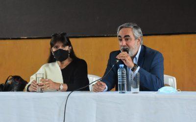 EL INTENDENTE FERNÁNDEZ Y LA MINISTRA DE GOBIERNO, TERESA GARCÍA, COMPARTIERON ESTA MAÑANA EL ACTO DE ENTREGA DE 119 ESCRITURAS