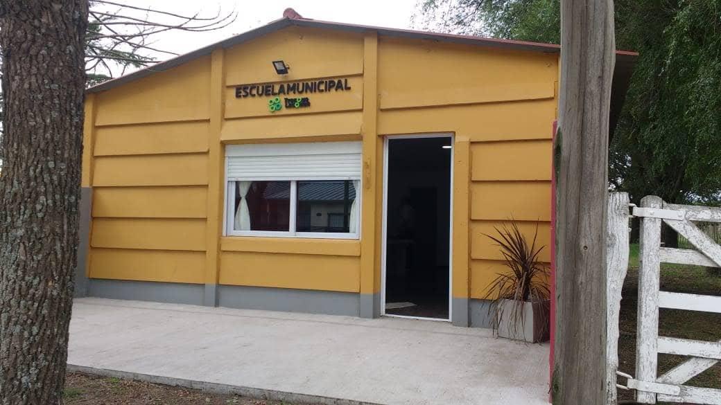 ESCUELA MUNICIPAL: PONE A DISPOSICIÓN DE LOS ESTUDIANTES LAS SALAS DE INFORMÁTICA DE LAS SEDES 30 DE AGOSTO, BERUTTI, GARRÉ Y GIRODÍAS