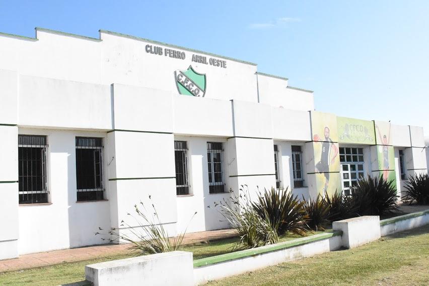 LA VACUNACIÓN CONTRA EL COVID-19 CONTINÚA HOY (MIÉRCOLES) EN LA PUERTA DEL HOSPITAL Y MAÑANA (JUEVES) SE TRASLADA AL CLUB FERRO CARRIL OESTE