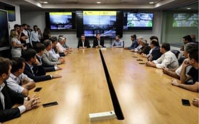 FERNÁNDEZ Y UN GRUPO DE INTENDENTES CONOCIERON CÓMO FUNCIONA EL SISTEMA INTEGRAL DE SEGURIDAD PORTEÑO