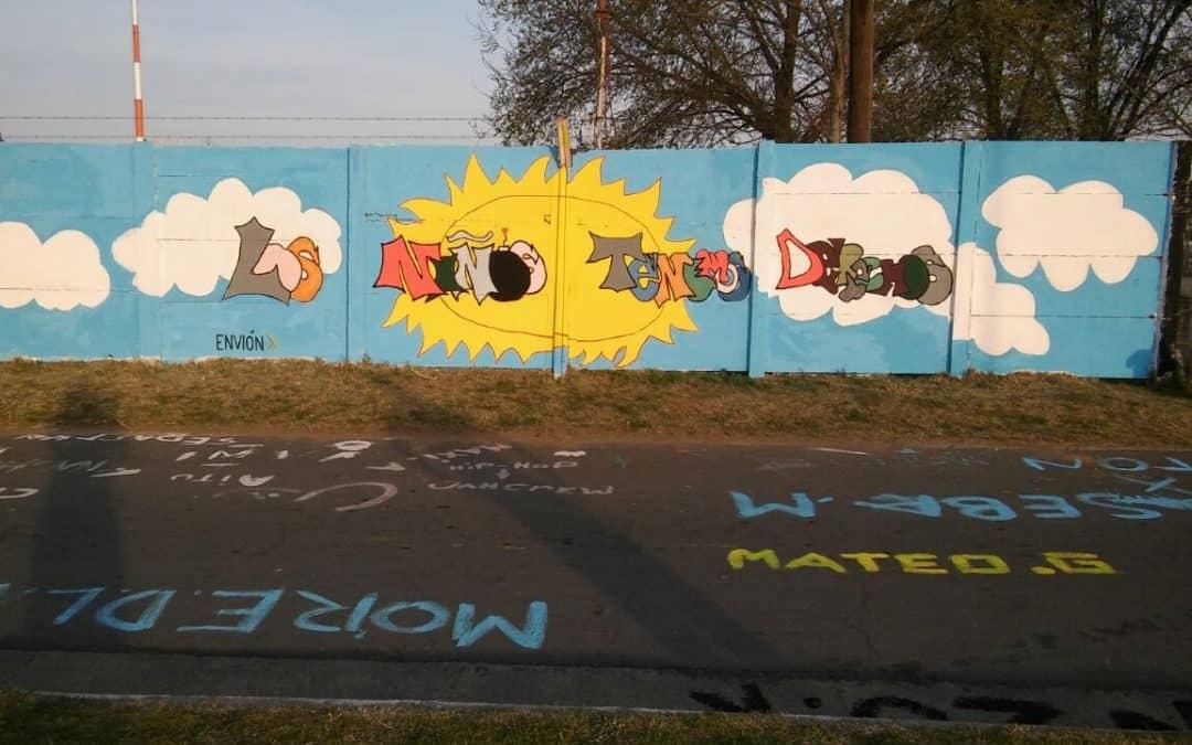 Integrantes del Programa Envión realizaron un graffiti en el Parque