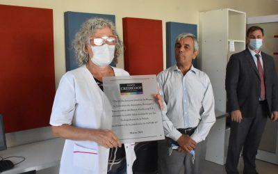 CON LA ENTREGA DE UNA PLACA EL BANCO CREDICOOP HOMENAJEÓ A LAS TRABAJADORAS DE LA SALUD DEL HOSPITAL DR. PEDRO T. ORELLANA