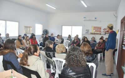 EN LA TERCERA CLASE DEL CURSO DE HUERTA FAMILIAR EXPLICARON CÓMO SEMBRAR Y MANEJO DE SEMILLAS