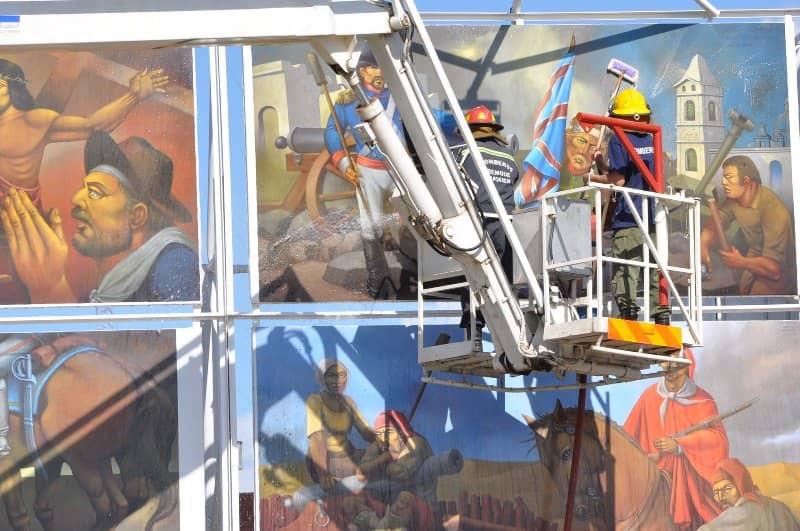 Limpieza en la muestra de murales