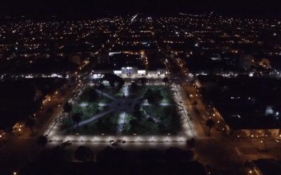Continúan los trabajos de iluminación en la plaza San Martín