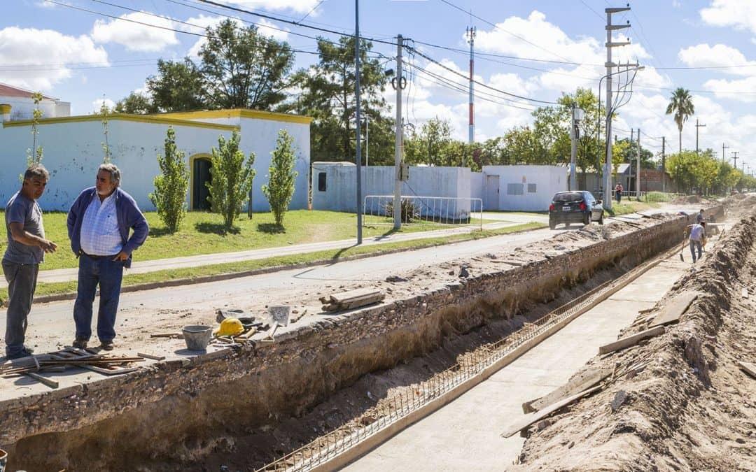 El Intendente recorrió obras de desagües pluviales, pavimento y cordón cuneta