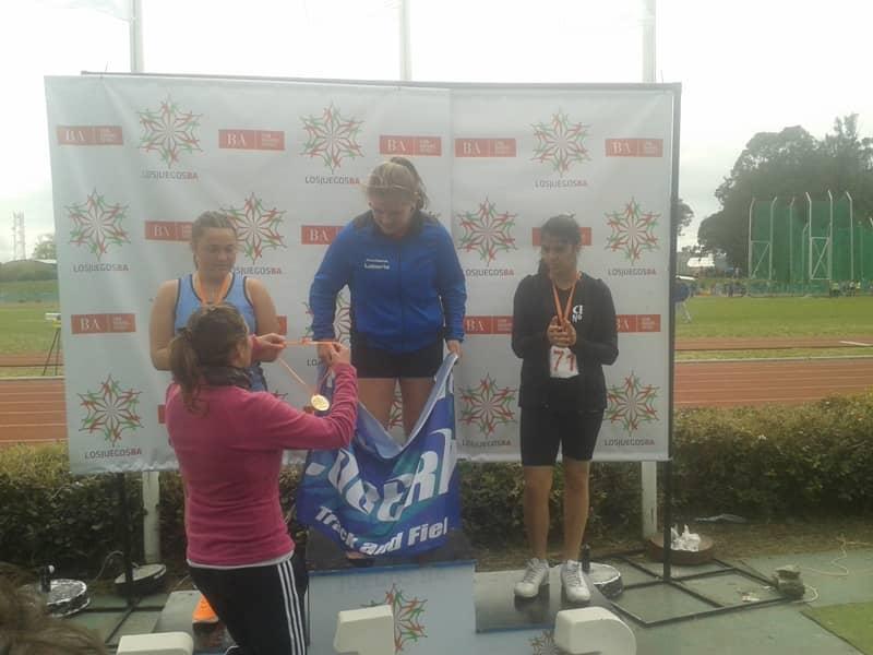 Martina Helguera con Medalla de Bronce