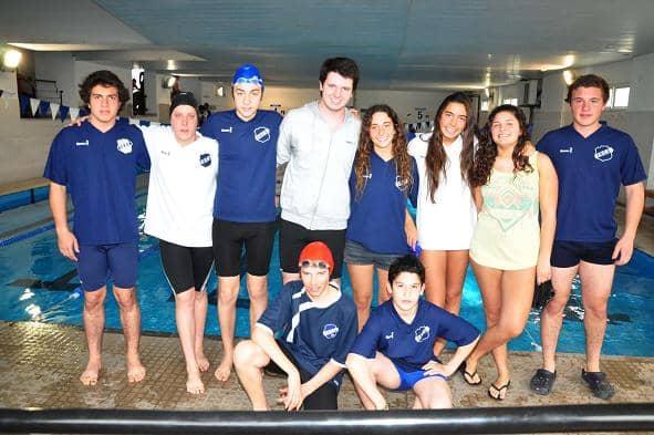 Resultados de la competencia de natación de juveniles y adultos