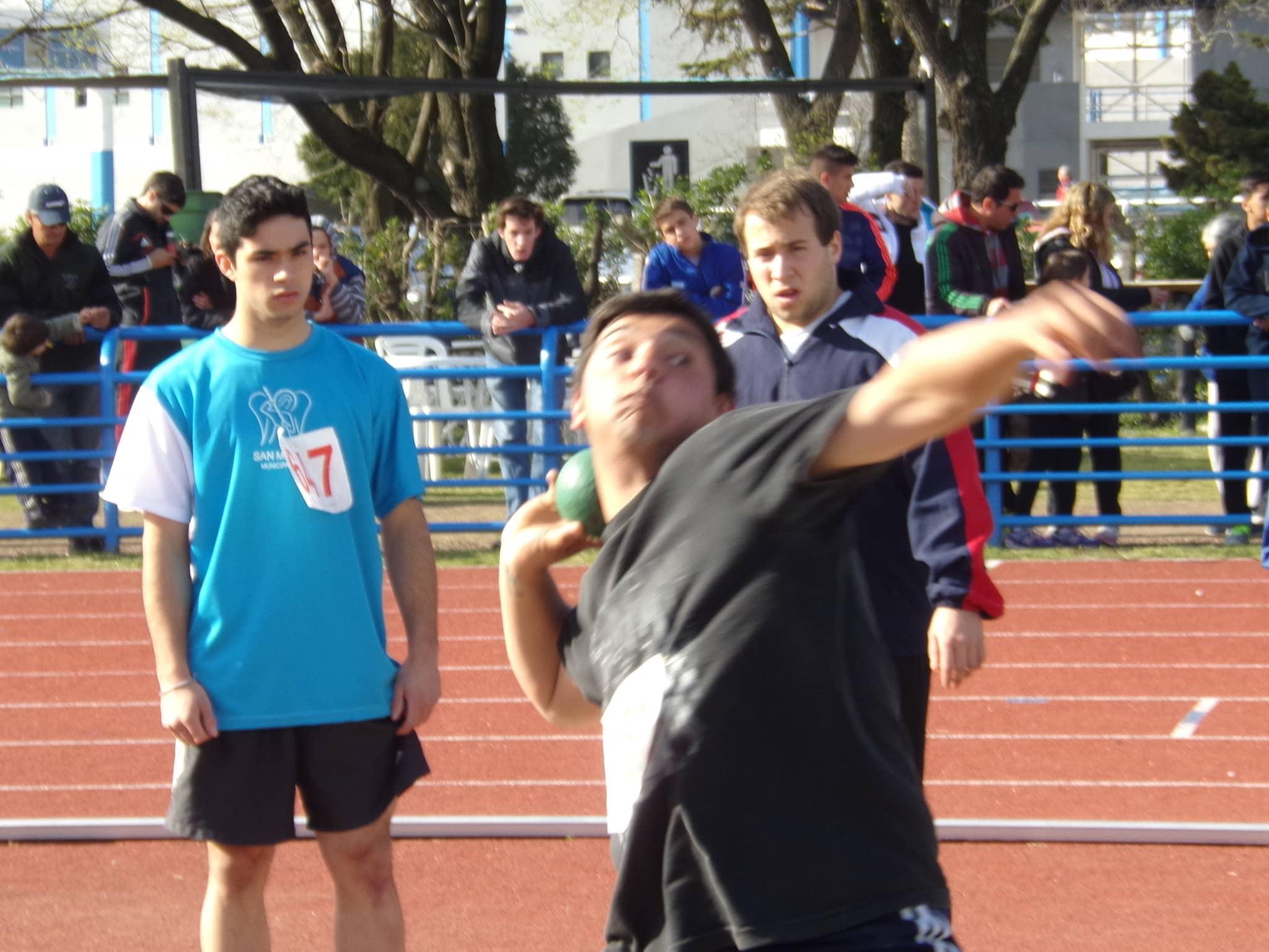 Nicolás Etulain - Lanzamiento bala - cadetes - quinto lugar