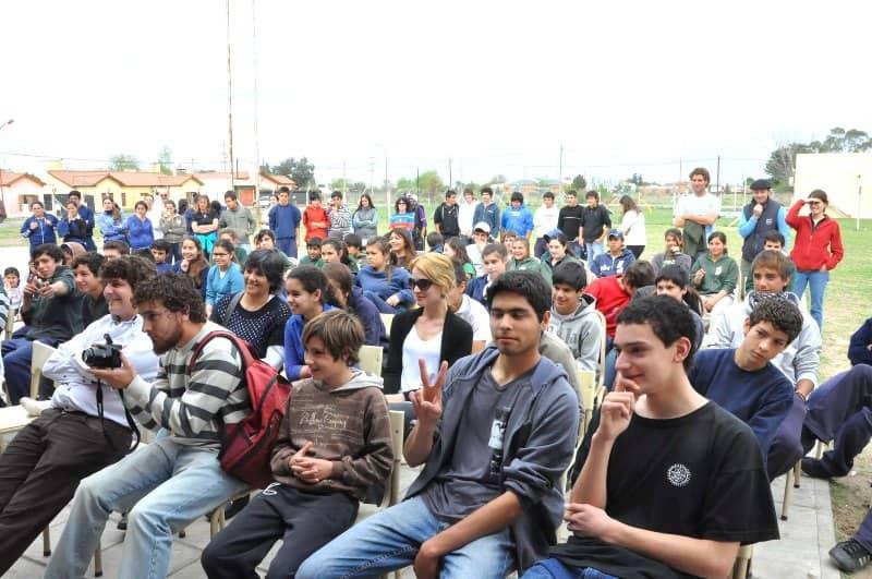 Los Sutottos se presentaron ante 100 chicos