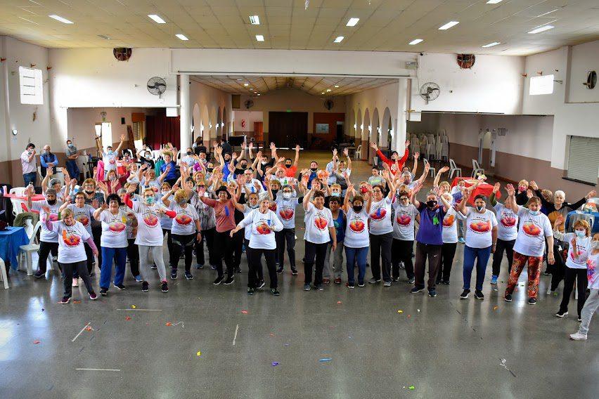 Más de 100 adultos mayores participaron en la apertura del PRAM
