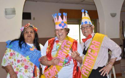 LOS ADULTOS MAYORES QUE ASISTEN AL PRAM FESTEJARON EL DÍA DE LA PRIMAVERA EN LA SEDE DE BARRIO ALEGRE: HUBO BAILE, MATE, TORTAS Y MUCHA ALEGRÍA