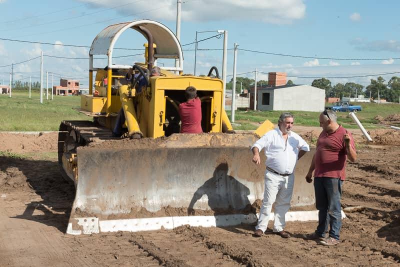 Nivelación de terreno para la construcción de 33 nuevas viviendas en la AU