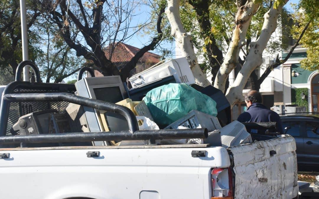 EL MUNICIPIO RECOLECTÓ UN CAMIÓN Y UNA CAMIONETA DE RESIDUOS ELECTRÓNICOS DURANTE LA FERIA ECOFINES