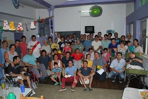 Sacerdote y alumnos visitaron el Hogar Cumen Che
