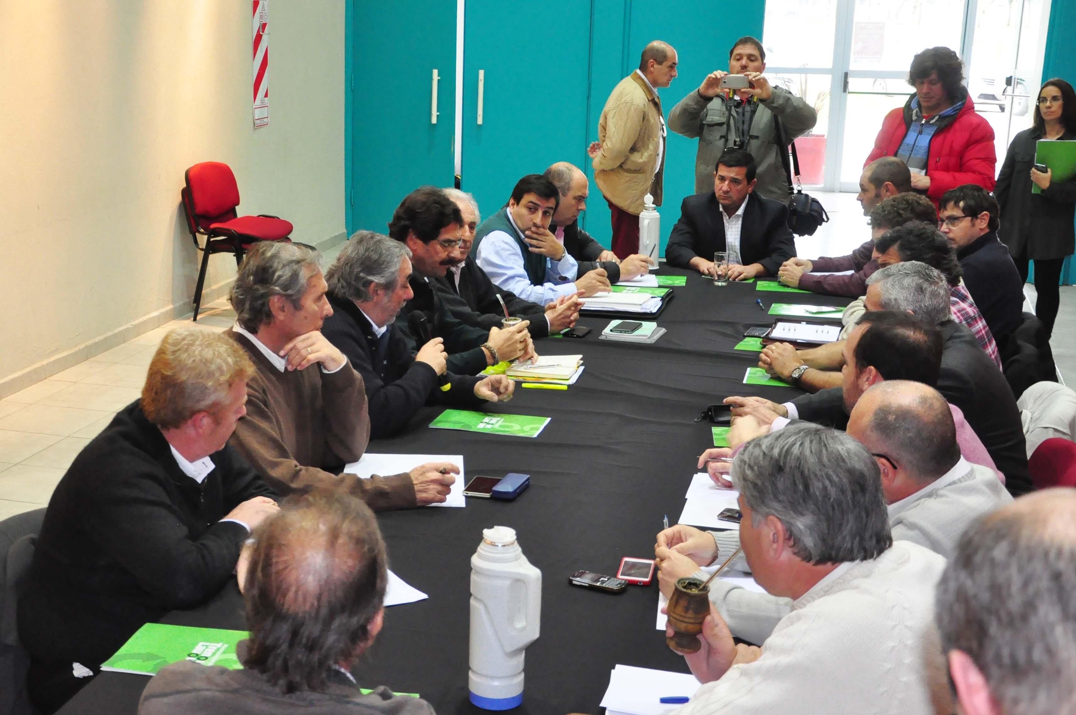 Encuentro de Intendentes y funcionarios de producción por Regionalización
