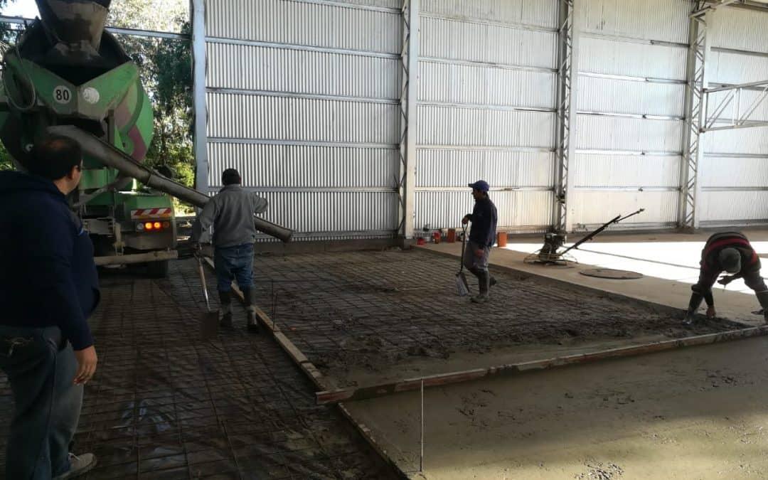 El Municipio realizó la segunda etapa de hormigón correspondiente al piso del gimnasio de los barrios Aramendi y Bicentenario