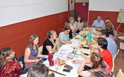 Fernández en la reunión de la Unidad de Gestión Distrital para definir las obras educativas del 2018