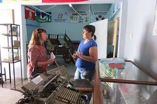 Urizar visitó dependencias culturales de 30 de Agosto