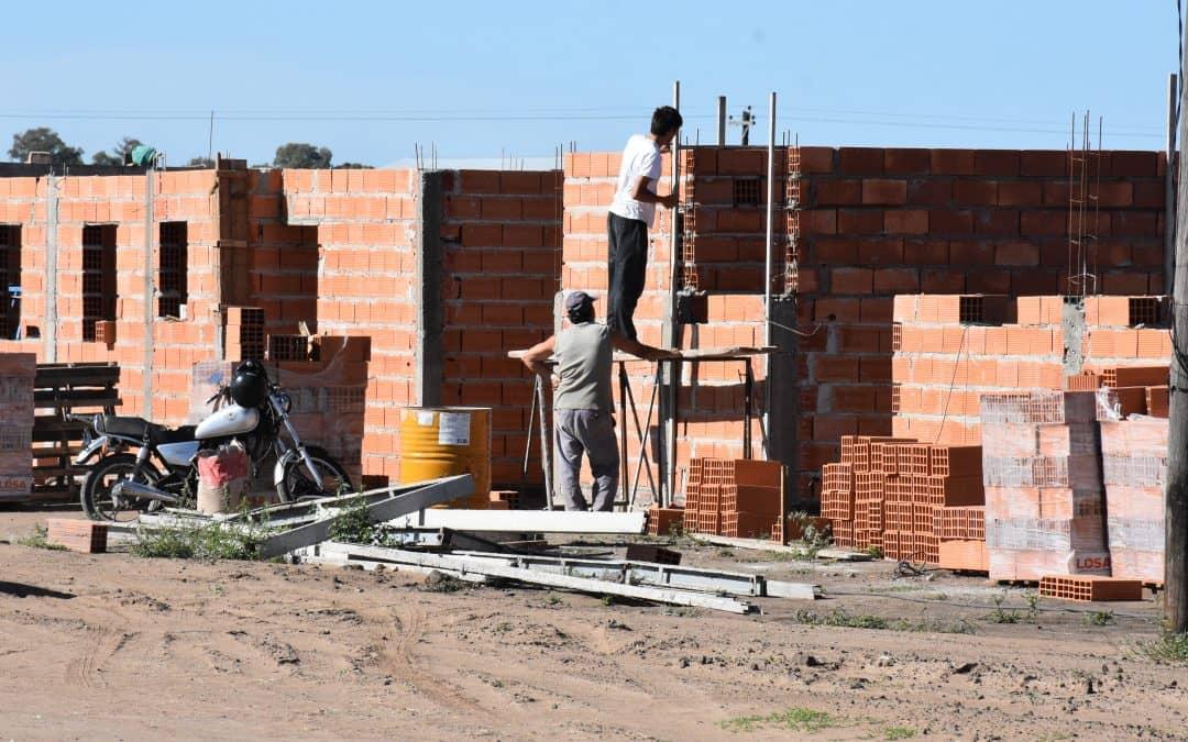 AVANCES EN LA CONSTRUCCION DE VIVIENDAS DE DIFERENTES PLANES EN LA AMPLIACIÓN URBANA