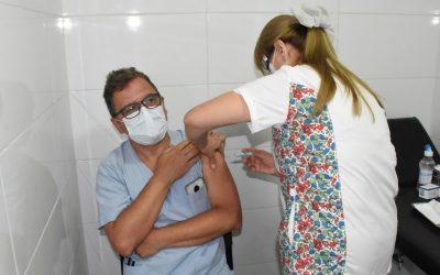 COVID-19: EN TRES DÍAS FUERON VACUNADAS 110 PERSONAS EN EL HOSPITAL ORELLANA Y LA IDEA ES TERMINAR SOBRE FINES DE LA PRÓXIMA SEMANA