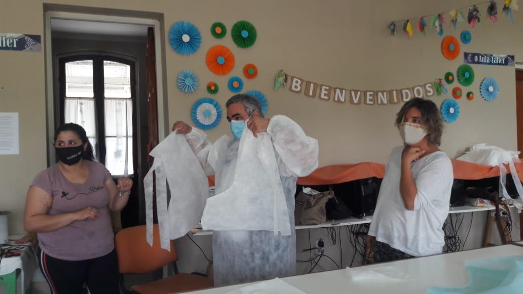 EL INTENDENTE VISITÓ LA COOPERATIVA TEXTIL DE BERUTI, DONDE SE CONFECCIONAN ELEMENTOS DE SEGURIDAD PARA EL PERSONAL DEL HOSPITAL