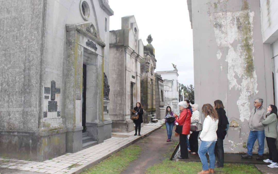 "ELGRUPO APEUTUN REALIZO LA SEGUNDA VISITA GUIADA AL CEMENTERIO MUNICIPAL, ""UN ESPACIO DE ENCUENTRO CON LA HISTORIA"""