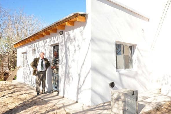 Feito y Piras visitaron una vivienda social
