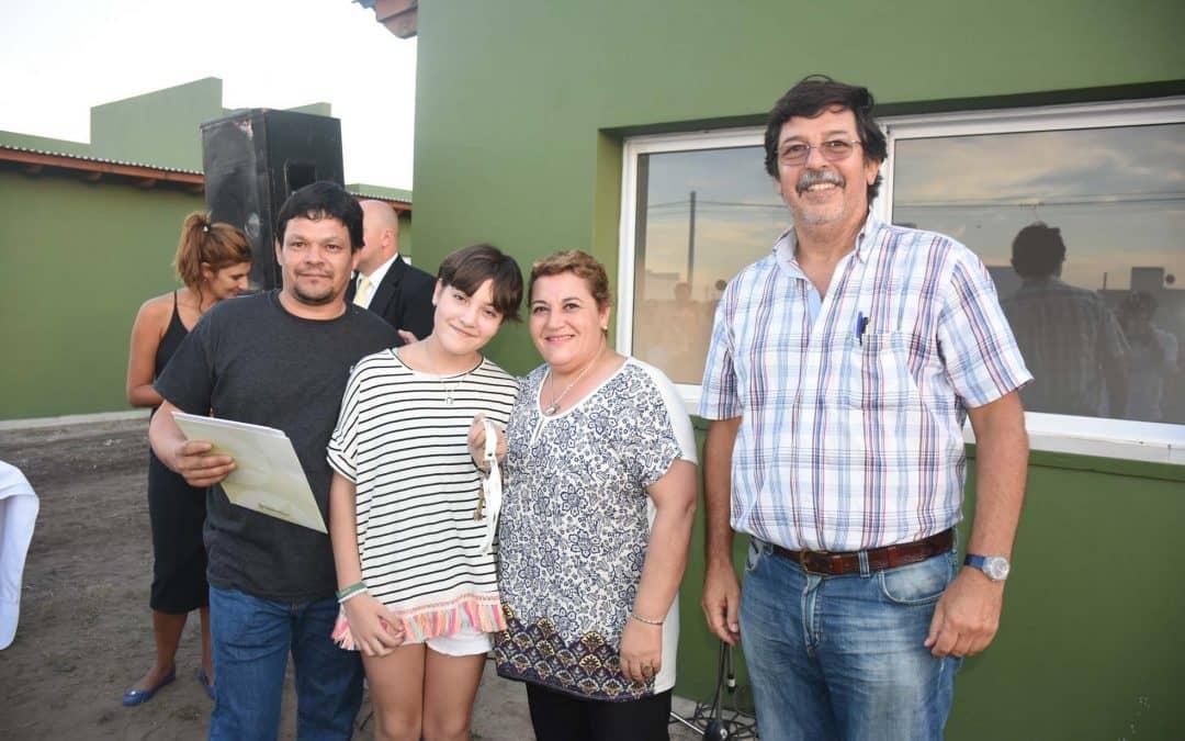 31 familias recibieron las llaves de sus viviendas en la Ampliación Urbana